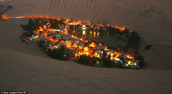 Unbelievable: In the middle of the arid desert, there is a beautiful oasis in this desert - Picture 4.