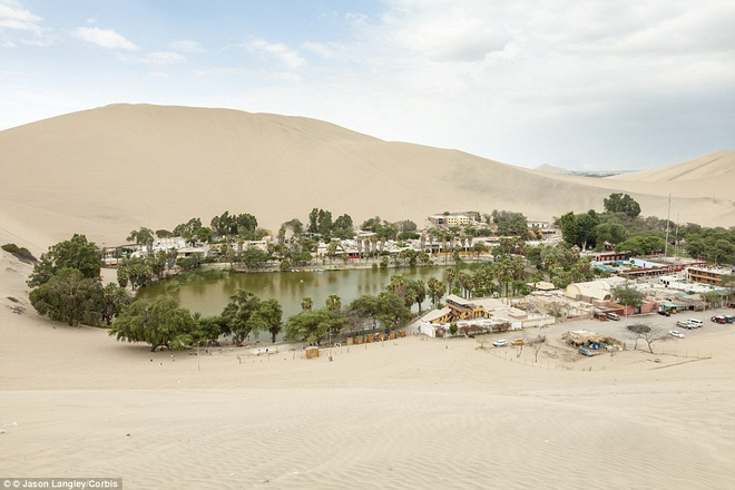 Unbelievable: In the midst of the arid desert there is a beautiful oasis in this desert - Picture 5.