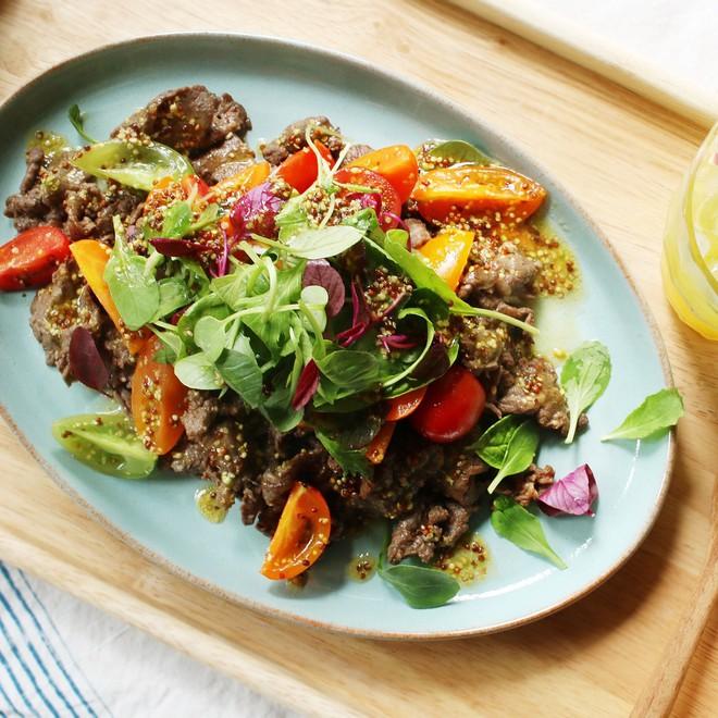 Mâm cơm cuối tuần thêm sang với salad thịt bò thanh mát - Ảnh 5.