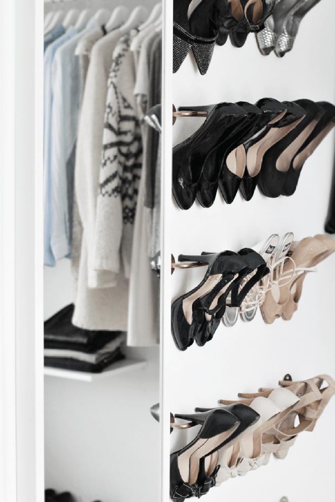 Học ngay 20 cách sắp xếp tủ quần áo nhìn đẹp như ở cửa hàng thời trang - Ảnh 2.