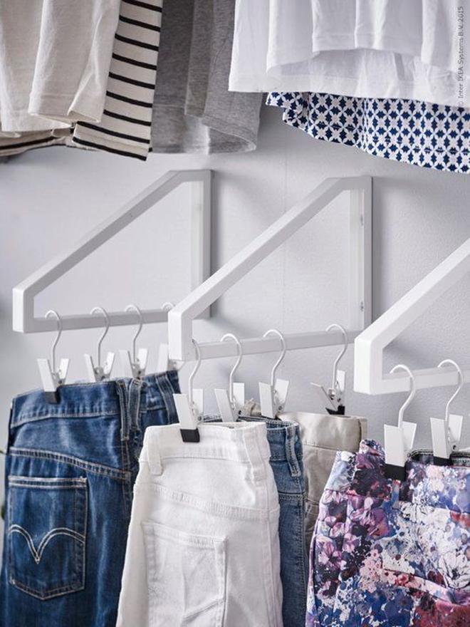Học ngay 20 cách sắp xếp tủ quần áo nhìn đẹp như ở cửa hàng thời trang - Ảnh 3.
