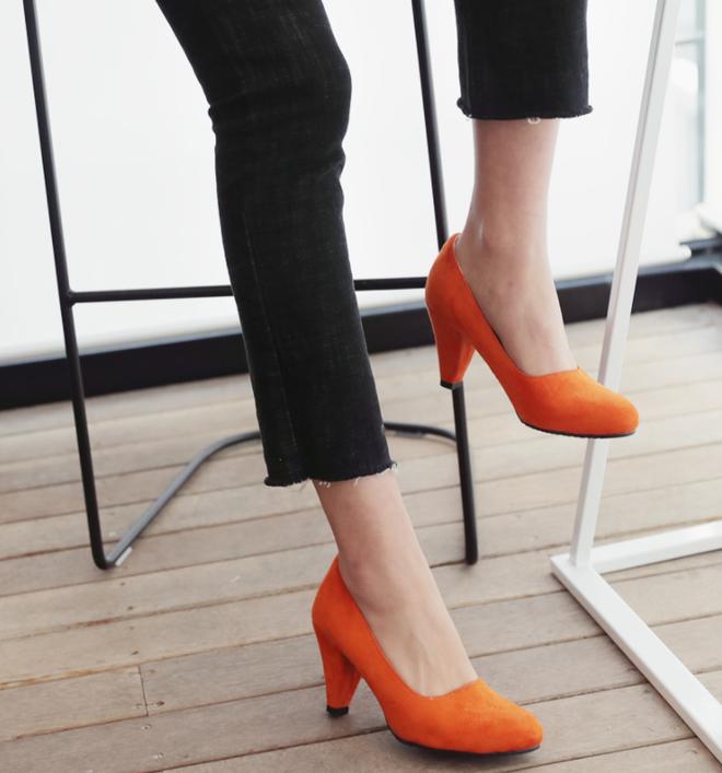 4 đôi giày/dép đáng đầu tư nhất khi bước vào tuổi 25 - Ảnh 6.