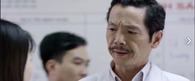 Khi không làm giang hồ, Lương Bổng (Trung Anh) cũng ra dáng bác sĩ thế này - Ảnh 2.