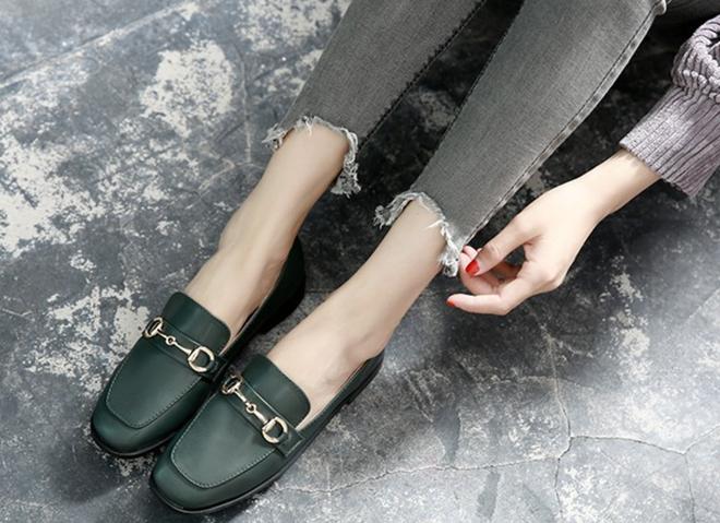 Giày loafer mùa thu năm nào cũng hot, nhưng năm nay thiết kế được đổi mới vuông thành sát cạnh - Ảnh 5.