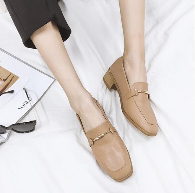 Giày loafer mùa thu năm nào cũng hot, nhưng năm nay thiết kế được đổi mới vuông thành sát cạnh - Ảnh 6.