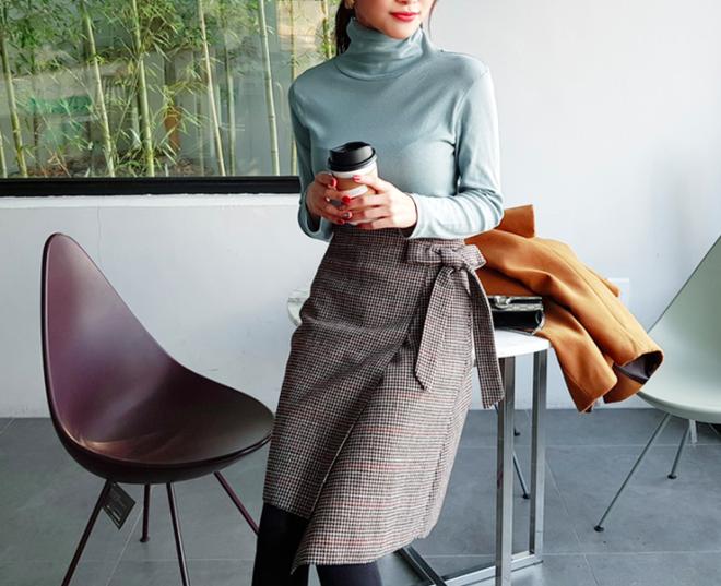 Lên đồ ấm áp cho ngày trời lạnh tăng cường với 4 kiểu chân váy chuyên dụng của mùa đông - Ảnh 3.