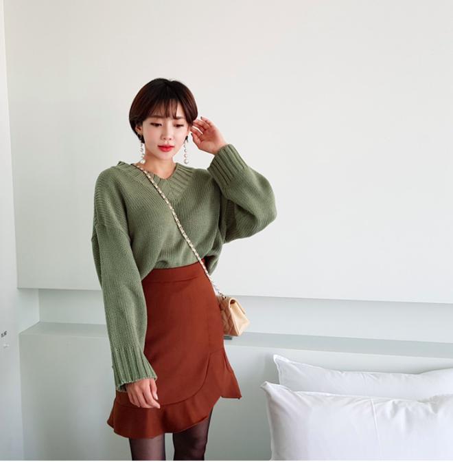 Áo len + chân váy: kết hợp thế nào để vừa ấm áp vừa gợi cảm, nữ tính trong đông này - Ảnh 6.