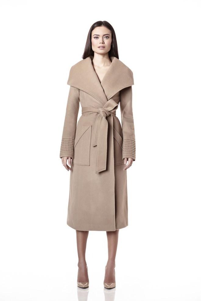Cùng xuất hiện tại sự kiện, áo khoác mà Kate Middleton và tân Công nương mặc lại nhanh chóng được người ta tìm mua đến cháy hàng - Ảnh 6.