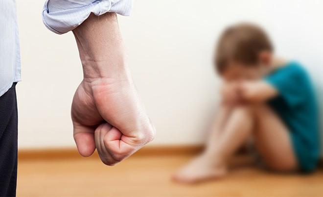 Dừng ngay việc đánh con bởi hậu quả tiêu cực kéo dài đến 10 năm sau - Ảnh 1.