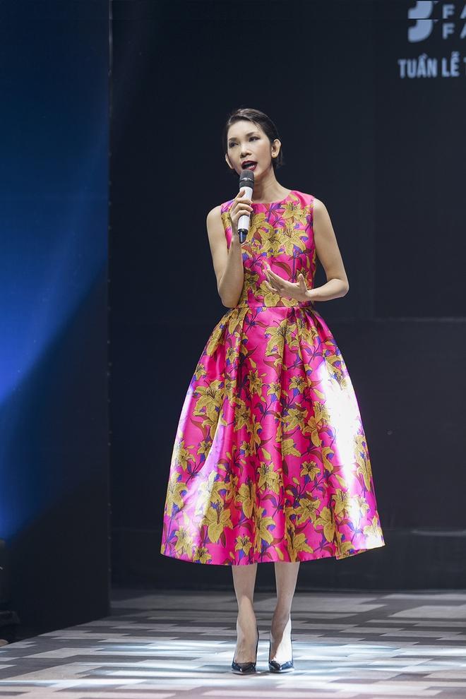 Ốc Thanh Vân cùng 3 nhóc tỳ mở màn Tuần lễ Thời trang Thiếu nhi 2017 - Ảnh 1.
