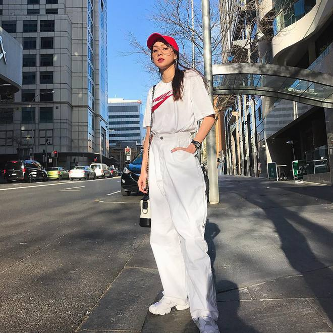 Người mặc suit cá tính, người diện đồ cả cây là những điểm sáng nhất của street style châu Á tuần qua - Ảnh 10.