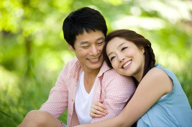 Đàn ông yêu vợ thì sẽ biết ưu tiên cô ấy hơn tất cả mọi thứ trên đời - Ảnh 1.