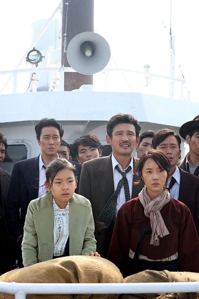 Phim mới được tung hô của Song Joong Ki chính thức xác định ngày khởi chiếu ở Việt Nam - Ảnh 3.