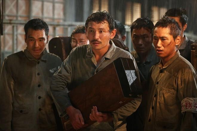 Phim mới được tung hô của Song Joong Ki chính thức xác định ngày khởi chiếu ở Việt Nam - Ảnh 4.