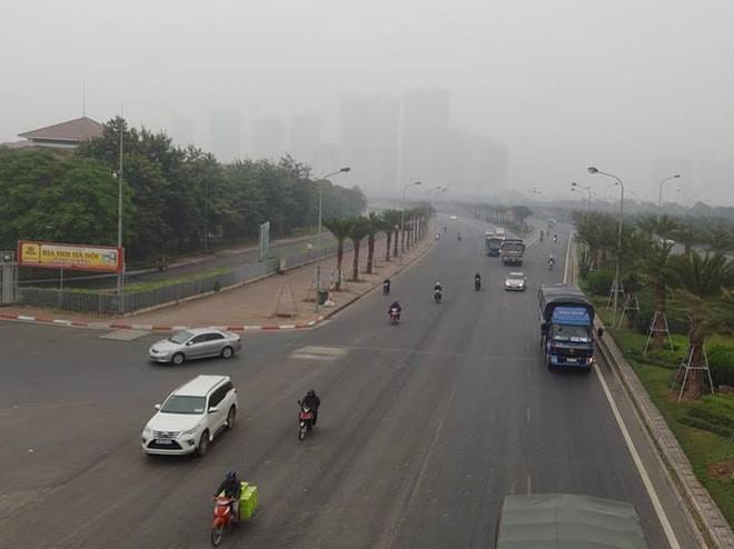 Hà Nội: Vừa nắng to, Hà Nội đã đổ sương mù dày đặc sáng sớm - Ảnh 6.