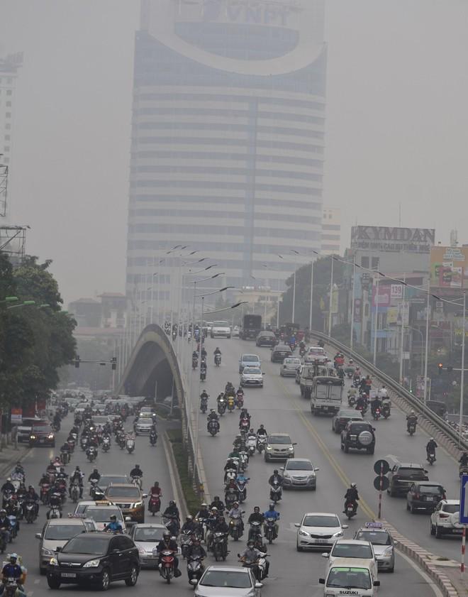 Hà Nội: Vừa nắng to, Hà Nội đã đổ sương mù dày đặc sáng sớm - Ảnh 9.
