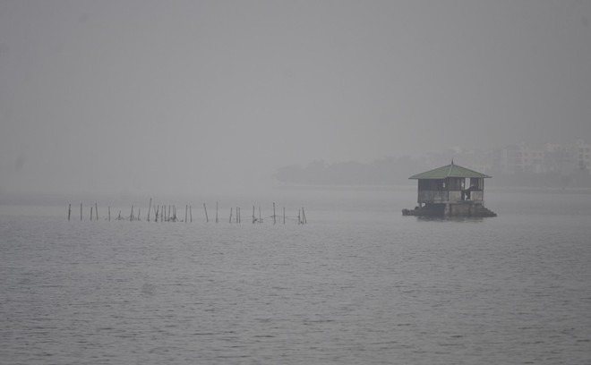 Hà Nội: Vừa nắng to, Hà Nội đã đổ sương mù dày đặc sáng sớm - Ảnh 10.