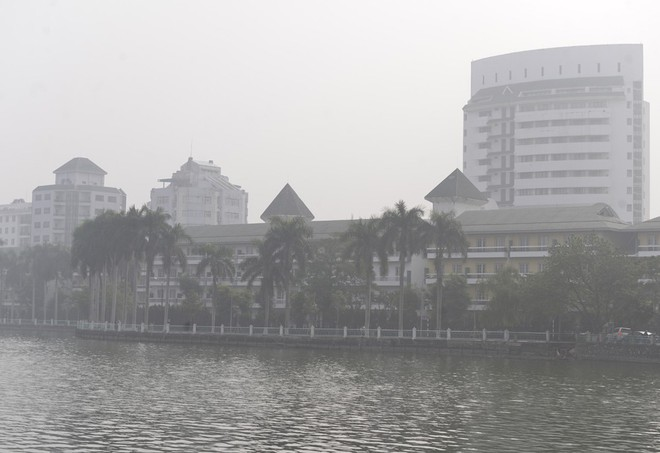 Hà Nội: Vừa nắng to, Hà Nội đã đổ sương mù dày đặc sáng sớm - Ảnh 11.