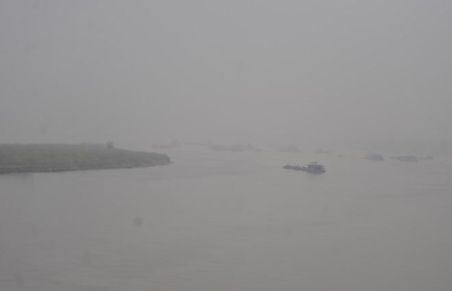 Hà Nội: Vừa nắng to, Hà Nội đã đổ sương mù dày đặc sáng sớm - Ảnh 13.