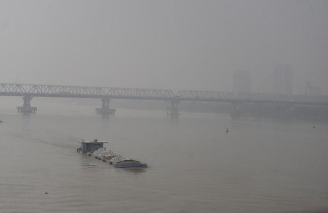 Hà Nội: Vừa nắng to, Hà Nội đã đổ sương mù dày đặc sáng sớm - Ảnh 14.