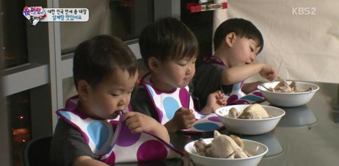 Ông bố quốc dân xứ Hàn và cách dạy 3 con sinh ba đến chuyên gia tâm lý cũng phải khen ngợi - Ảnh 9.