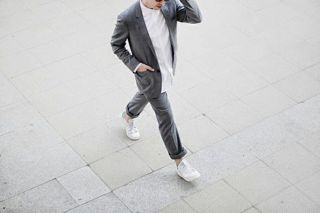 Dù ngoài kia có la liệt những thiết kế mới, thì phái đẹp vẫn luôn mê mệt 5 đôi sneaker này - Ảnh 19.