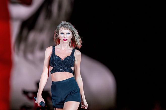 Lọt top 10 mỹ nhân đẹp nhất 2017, Taylor Swift bật mí thêm mẹo giữ dáng đơn giản ai cũng có thể làm được - Ảnh 1.