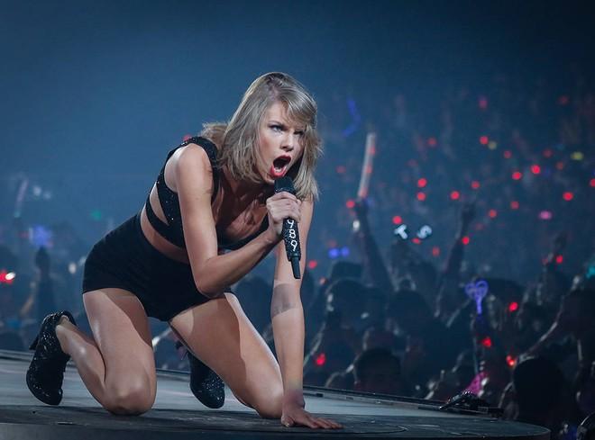 Lọt top 10 mỹ nhân đẹp nhất 2017, Taylor Swift bật mí thêm mẹo giữ dáng đơn giản ai cũng có thể làm được - Ảnh 12.