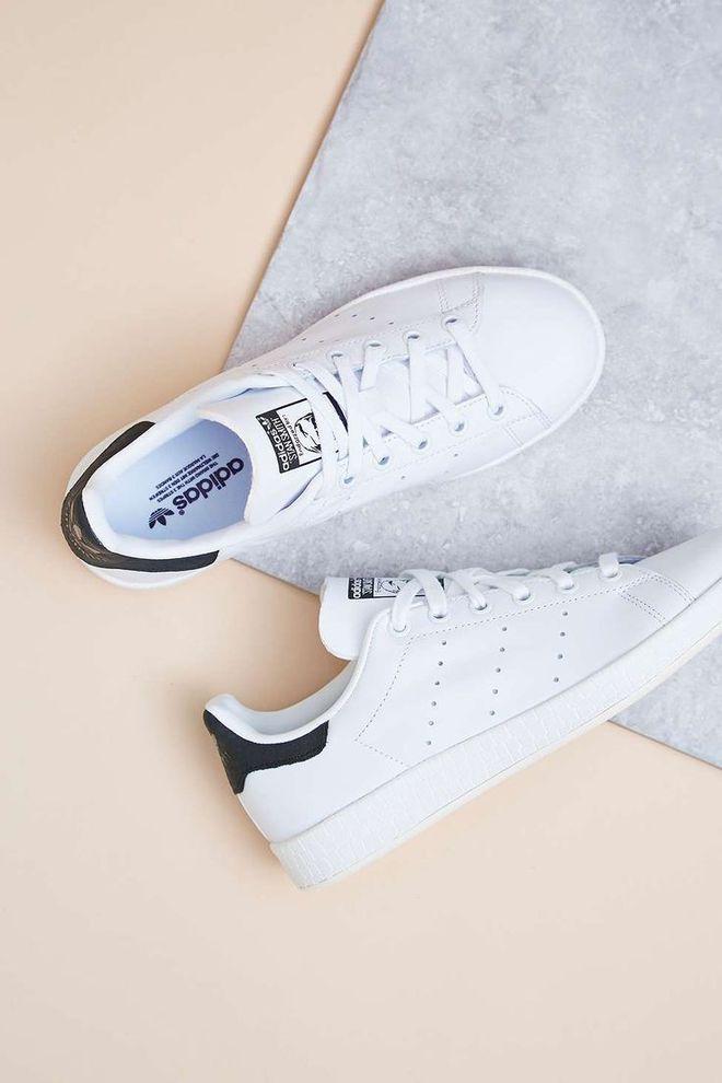 Dù ngoài kia có la liệt những thiết kế mới, thì phái đẹp vẫn luôn mê mệt 5 đôi sneaker này - Ảnh 20.