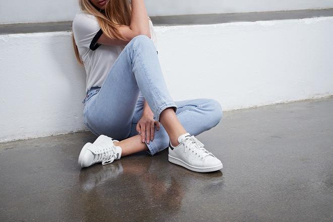 Dù ngoài kia có la liệt những thiết kế mới, thì phái đẹp vẫn luôn mê mệt 5 đôi sneaker này - Ảnh 21.