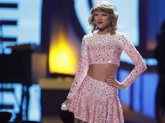 Lọt top 10 mỹ nhân đẹp nhất 2017, Taylor Swift bật mí thêm mẹo giữ dáng đơn giản ai cũng có thể làm được - Ảnh 4.