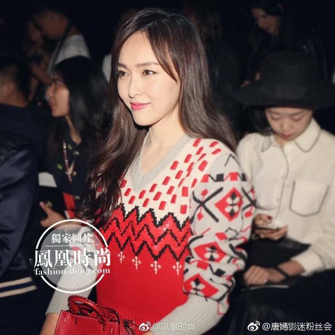 Jessica diện áo trắng quần đen đơn giản nhưng vẫn nổi bật tại Tuần lễ thời trang New York  - Ảnh 15.