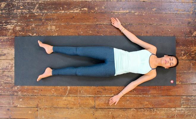 Căng thẳng kéo dài, hãy tập ngay những tư thế yoga này để bạn không còn mệt mỏi và luôn tươi tắn - Ảnh 5.