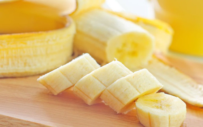 Ăn chuối tiêu ngon bổ rẻ, bạn còn tận dụng được nhiều bài thuốc chữa bệnh hữu ích từ thực phẩm này - Ảnh 1.