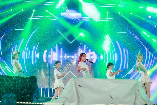 Fan Việt đội mưa hơn 5 tiếng chờ xem concert T-ara tại Việt Nam - Ảnh 3.