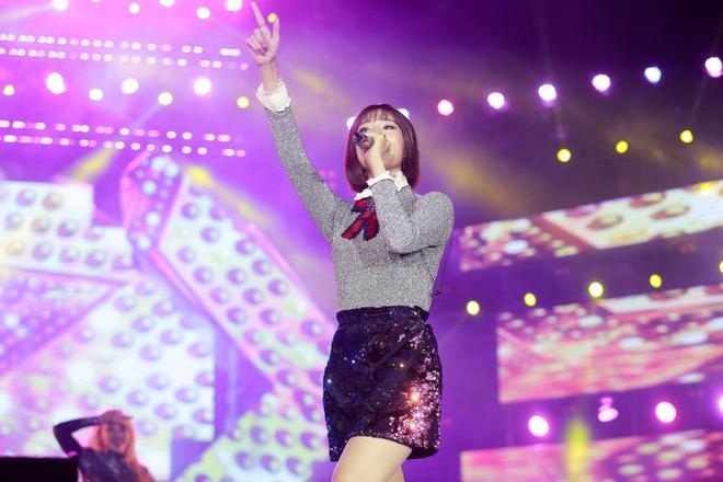 Fan Việt đội mưa hơn 5 tiếng chờ xem concert T-ara tại Việt Nam - Ảnh 7.