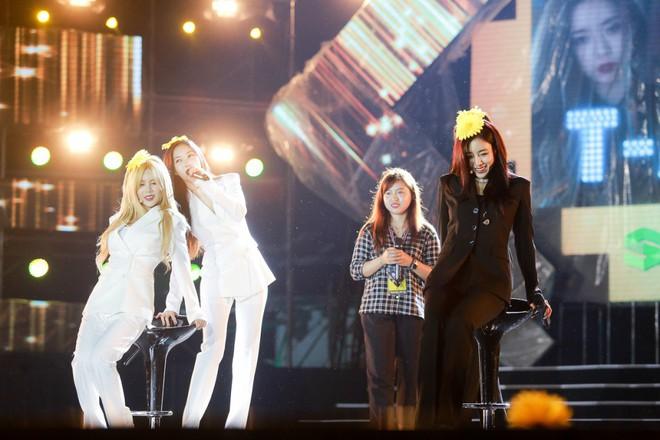 Fan Việt đội mưa hơn 5 tiếng chờ xem concert T-ara tại Việt Nam - Ảnh 14.