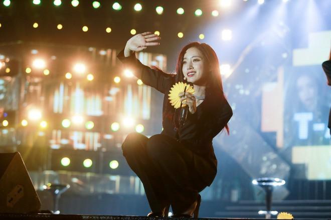 Fan Việt đội mưa hơn 5 tiếng chờ xem concert T-ara tại Việt Nam - Ảnh 15.