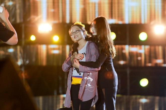 Fan Việt đội mưa hơn 5 tiếng chờ xem concert T-ara tại Việt Nam - Ảnh 16.