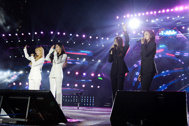 Fan Việt đội mưa hơn 5 tiếng chờ xem concert T-ara tại Việt Nam - Ảnh 2.