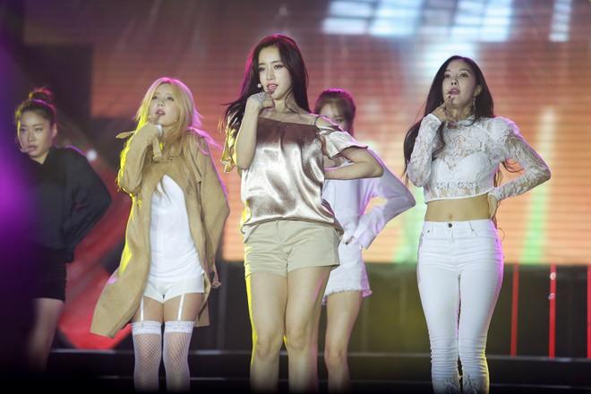 Fan Việt đội mưa hơn 5 tiếng chờ xem concert T-ara tại Việt Nam - Ảnh 18.