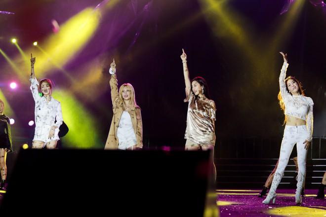 Fan Việt đội mưa hơn 5 tiếng chờ xem concert T-ara tại Việt Nam - Ảnh 19.