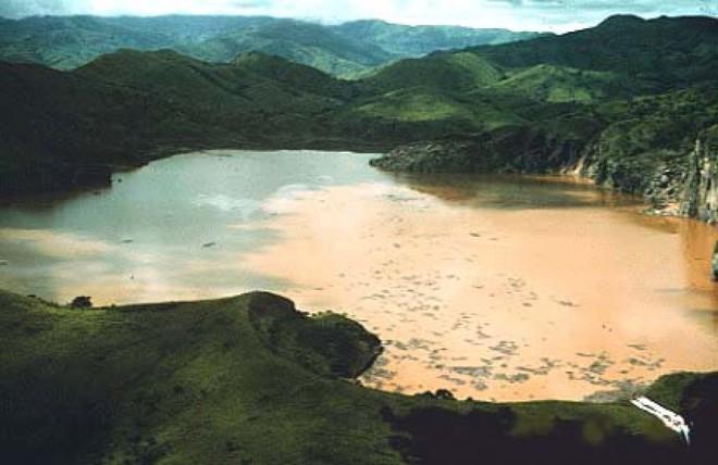 Hồ nước này đã lấy mạng 1.700 người chỉ sau một đêm mà đến nay vẫn không ai giải thích nổi - Ảnh 1.
