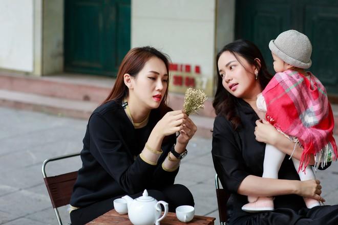 Phan Như Thảo bế con ra Hà Nội đón gió lạnh bên bạn thân Phạm Ngọc Thạch - Ảnh 6.