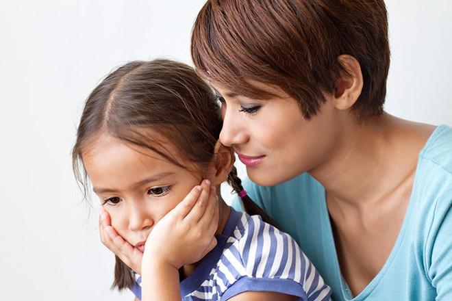 Nói với con những câu dưới đây mỗi ngày, trẻ sẽ tự tin và hạnh phúc - Ảnh 1.