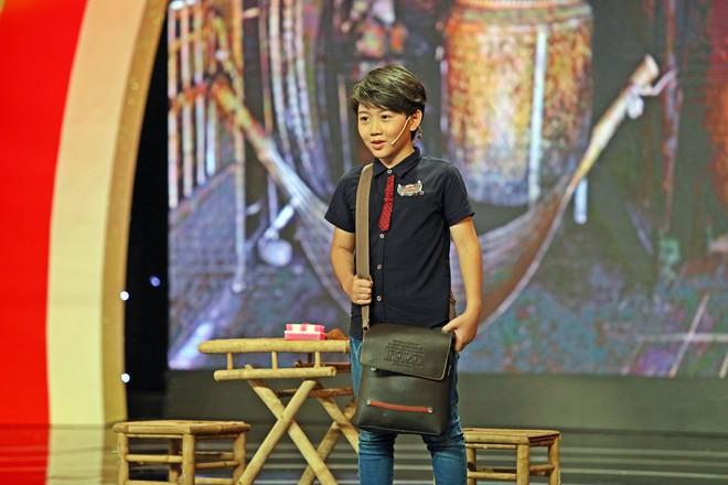 Cậu bé bị hư thận 6 tuổi diễn hài siêu giỏi khiến ai cũng xúc động - Ảnh 9.