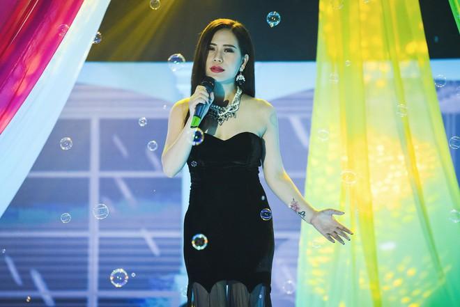 Ở tuổi U50, MC Thanh Mai vẫn gợi cảm khoe đường cong bốc lửa - Ảnh 9.