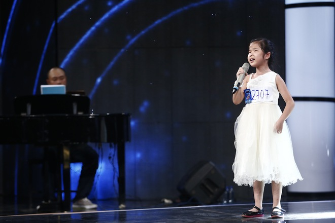Ai cũng sẽ rớt nước mắt khi xem bé khiếm thị Minh Hiền hát Gặp mẹ trong mơ - Ảnh 5.