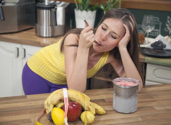 Đừng ăn đồ lạnh để sướng miệng nữa, chúng có thể tàn phá sức khỏe lẫn nhan sắc của chị em thế này đây! - Ảnh 2.