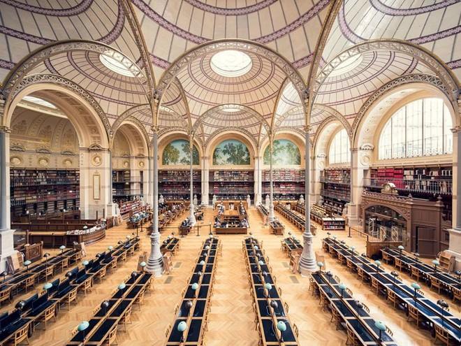 Ghé thăm những thư viện đẹp lung linh huyền bí như lâu đài trong truyện cổ tích - ảnh 1